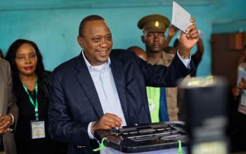 «Αστακός» το Ναϊρόμπι για την ορκωμοσία του προέδρου Ουχούρου Κενυάτα
