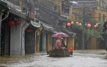 Ακόμη 49 νεκροί από ακραία καιρικά φαινόμενα στο Βιετνάμ