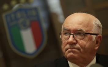 Για σεξουαλική παρενόχληση κατηγορείται ο Κάρλο Ταβέκιο