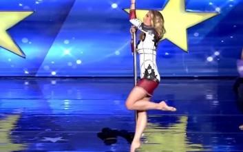 Η Ντορέττα Παπαδημητρίου κάνει pole dancing και ενθουσιάζει