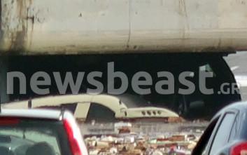 Λεωφορείο σκεπάστηκε από τα νερά στην παλαιά εθνική οδό Αθηνών-Κορίνθου