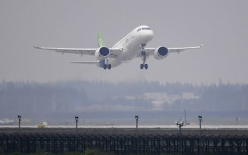 A Chinese passenger takes off on its maiden flight at Pudong International Airport in Shanghai, Friday, May 5, 2017. The first large Chinese-made passenger jetliner on its maiden flight was a symbolic milestone in China's long-term goal to break into the Western-dominated aircraft market. (Greg Baker/Pool Photo via AP)