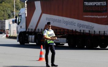 Οδηγοί φορτηγών στη Γαλλία απέκλεισαν τα σύνορα προκαλώντας κομφούζιο