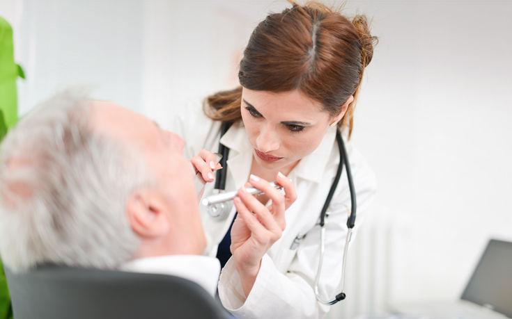 Τσιγάρο, αλκοόλ και… στοματικό σεξ αυξάνουν τον κίνδυνο καρκίνου του στόματος