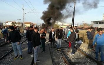 Αποχώρησαν οι κάτοικοι που είχαν καταλάβει τις σιδηροδρομικές γραμμές στη Λάρισα