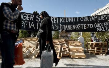 Σταματούν την απεργία πείνας οι 14 πρόσφυγες στην πλατεία Συντάγματος