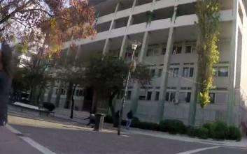 Επίθεση με μπογιές στα δικαστήρια Λάρισας από τον Ρουβίκωνα