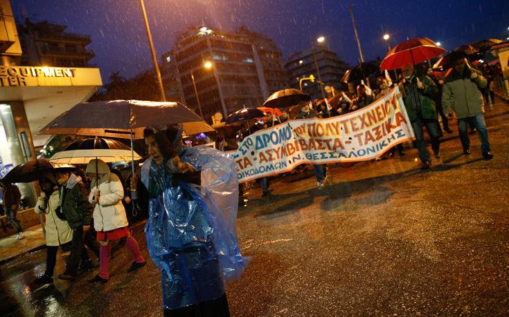 Σε εξέλιξη οι πορείες για το Πολυτεχνείο στη Θεσσαλονίκη