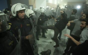 Καταδικάζουν οι δικηγόροι τη ρίψη χημικών στο Ειρηνοδικείο Αθηνών