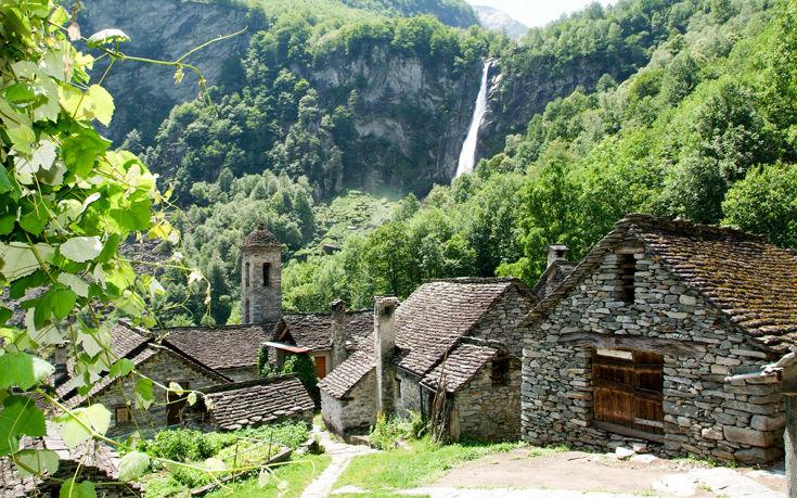 Το πετρόκτιστο χωριό στις πλαγιές των ελβετικών Άλπεων