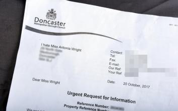 Δημοτικό συμβούλιο γράφει γράμμα σε νεαρή μητέρα, λέγοντάς της ότι τη μισεί