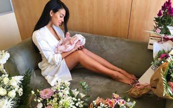 Η σύντροφος του Κριστιάνο Ρονάλντο φωτογραφίζεται με το νεογέννητο παιδί τους