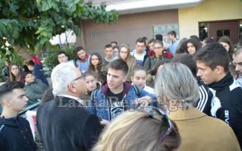 Κλάματα και συνθήματα για τα «λουκέτα» σε σχολεία της Φθιώτιδας