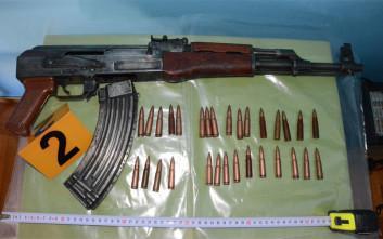 Τα όπλα και οι στολές που βρέθηκαν στο σπίτι του εκτελεστή του Ζαφειρόπουλου