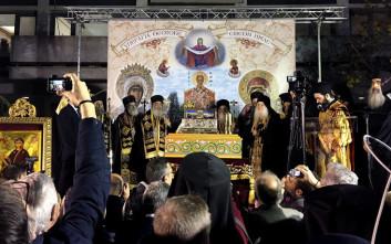 Πλήθος κόσμου υποδέχτηκε την Αγία Ζώνη στη Λάρισα