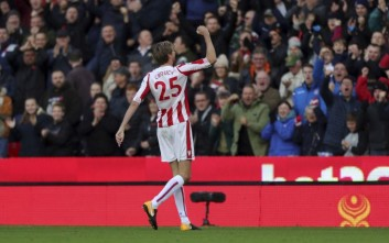 Stoke City's Peter Crouch celebrates scoring his side's second goal of the game during their English Premier League soccer match against Leicester at the bet365 Stadium, Stoke-on-Trent, England, Saturday, Nov. 4, 2017. (Aaron Chown/PA via AP)