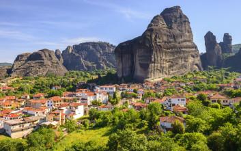 Το χωριό που μοιράζεται το μεγαλείο των Μετεώρων