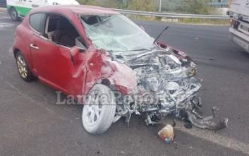 Αυτοκίνητο εμβόλισε λεωφορείο στην αερογέφυρα της Αγίας Μαρίνας Φθιώτιδας