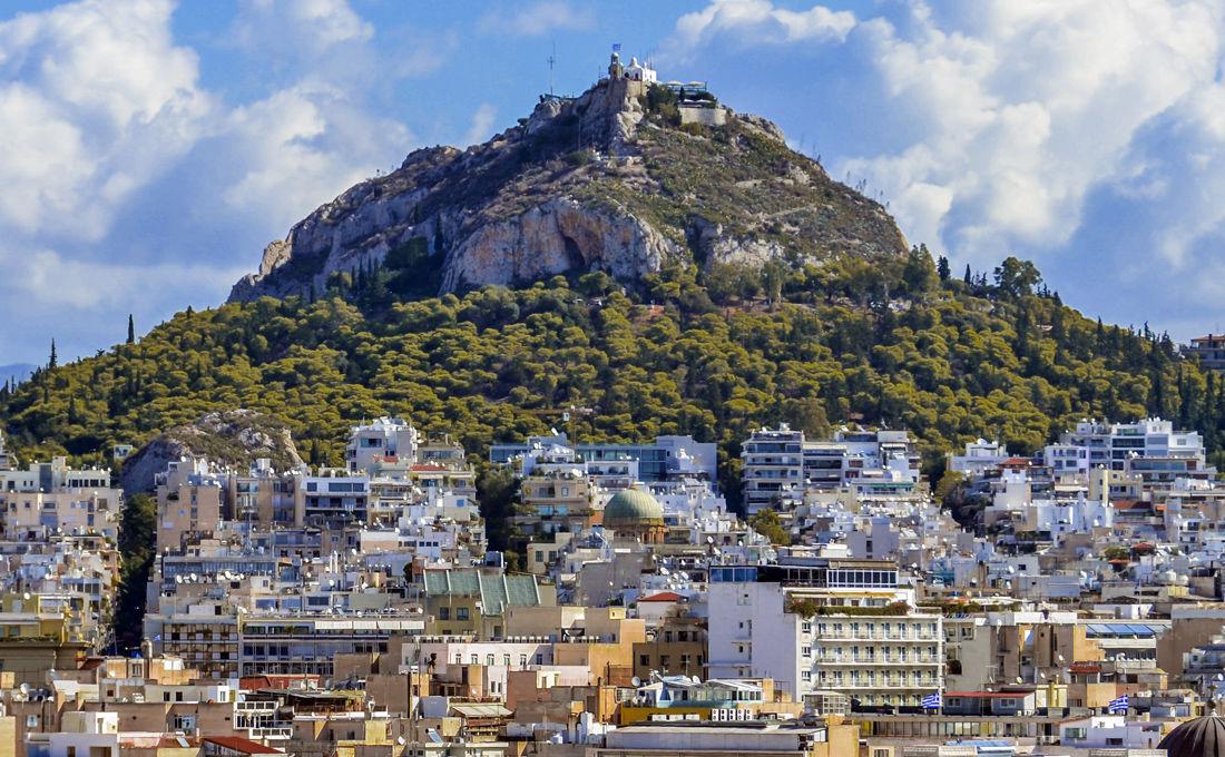 Ανηφορίζουμε στο λόφο-«ορόσημο» της Αθήνας