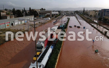 Συγκλονιστικές εικόνες από την καταστροφή σε Μάνδρα και Νέα Πέραμο