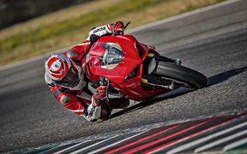 Panigale V4, η πρώτη τετρακύλινδρη παραγωγής στην ιστορία της Ducati