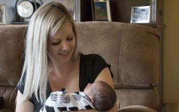 Γέννησε στο αυτοκίνητο και μετά οδήγησε μέχρι το μαιευτήριο με το μωρό στο χέρι