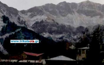 Χιονίζει στην Καλαμπάκα