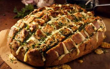 Ψωμί γεμιστό με τυρί και μανιτάρια