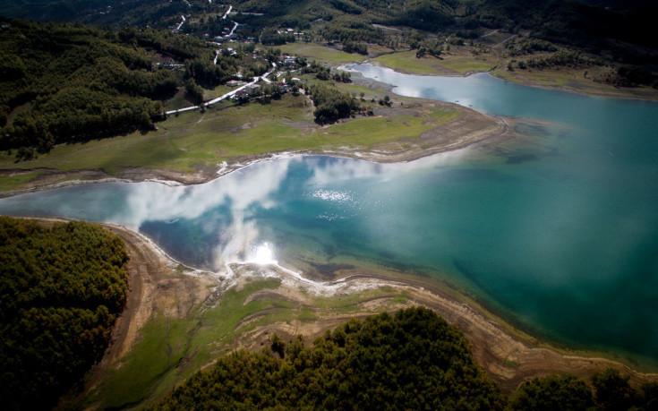 Η πανέμορφη λίμνη Πλαστήρα από ψηλά