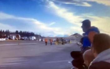 Η στιγμή που αυτοκίνητο πέφτει πάνω σε κόσμο στους αγώνες στην Τρίπολη