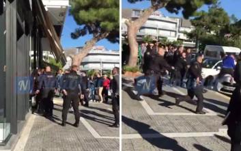 Η στιγμή της σύλληψης του άνδρα που τραυμάτισε αστυνομικό για να μην πάρει κλήση