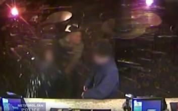 Ομοφοβικός ψευτονταής σπάει ποτήρι στο πρόσωπο θαμώνα μπαρ