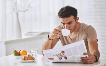 Τα μοναχικά πρωινά ανεβάζουν τη χοληστερίνη