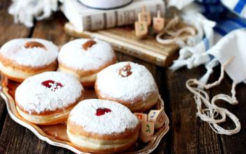 Ντόνατς με μαρμελάδα φράουλα