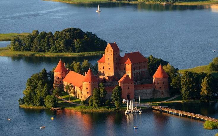 Το μοναδικό κάστρο στην Ανατολική Ευρώπη που έχει χτιστεί σε νησί