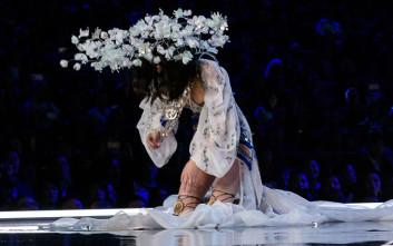 Καρέ-καρέ η τούμπα μοντέλου στο σόου της Victoria's Secret