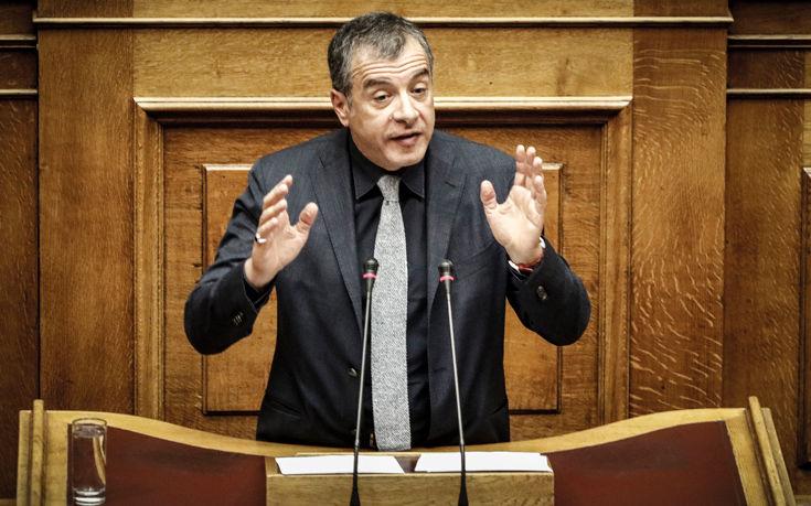 Θεοδωράκης: Απέχθεια προκαλεί στην κοινωνία η συμμετοχή Καμμένου στην κυβέρνηση