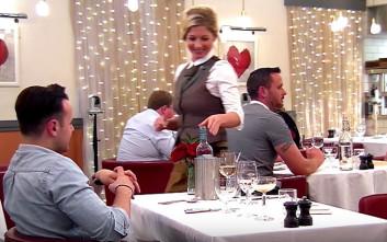 Βγήκε πρώτο ραντεβού, είχε μάτια όμως μόνο για τη σερβιτόρα!