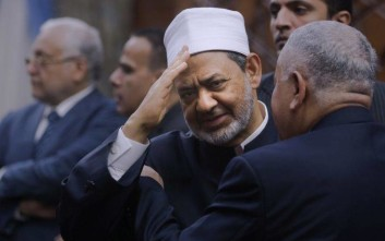 Sheikh Ahmed el-Tayeb, Grand Imam of Al-Azhar, the pre-eminent institute of Islamic learning in the Sunni Muslim world, greets participants of the second round of meetings between the Muslim Council of Elders and the World Council of Churches at Al Azhar headquarters in Cairo, Egypt, Wednesday, April 26, 2017. Pope Francis is scheduled to make a two-day visit to Egypt, a predominantly Muslim Arab nation where he is scheduled to meet with the Grand Imam of Al-Azhar. (AP Photo/Amr Nabil)
