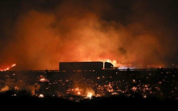 Οι πύρινες φλόγες έφτασαν στο Λος Άντζελες