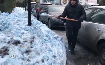 Στην Αγία Πετρούπολη έριξε… μπλε χιόνι
