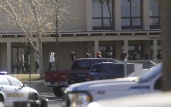 Οι πυροβολισμοί στο σχολείο στο Νέο Μεξικό στοίχησαν τη ζωή σε δύο μαθητές