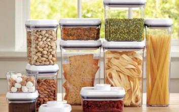 Πώς θα διώξετε τις μυρωδιές από τα μπολάκια των τροφίμων