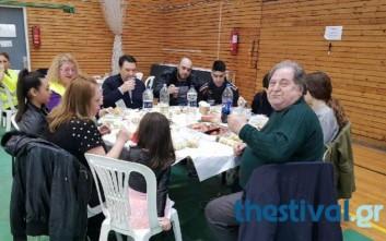 Γιορτινό τραπέζι σε άπορους από τον δήμο Κορδελιού - Ευόσμου