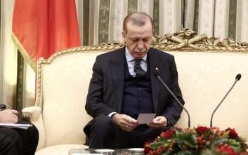 Τα «ραβασάκια» που έπαιρνε ο Ερντογάν στην live μάχη με τον Παυλόπουλο