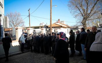 Μουσουλμάνοι περιμένουν τον Ερντογάν στο τζαμί στην Κομοτηνή