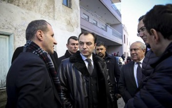 Ο επιχειρηματίας Λεβέντ Σαδίκ στην προσευχή μαζί με τον Ερντογάν
