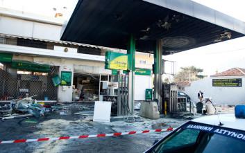 Αυτοκίνητο καρφώθηκε σε βενζινάδικο στη Θεσσαλονίκη