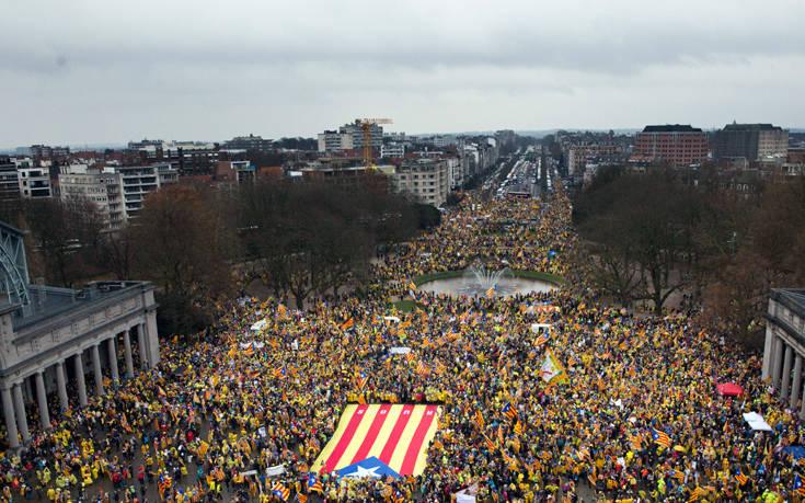 Χιλιάδες άνθρωποι διαδήλωσαν στις Βρυξέλλες υπέρ της ανεξαρτησίας της Καταλονίας