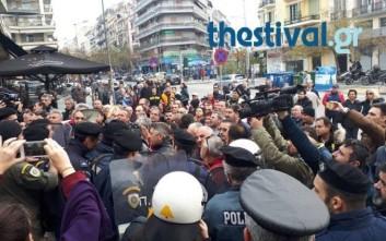 Ένταση μεταξύ συμβασιούχων και ΜΑΤ στη Θεσσαλονίκη
